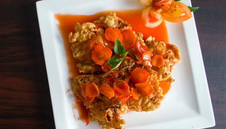 Пилешко со зеленчук и кашкавал