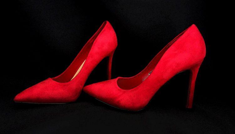 Црвени салонки – моќ и супериорност