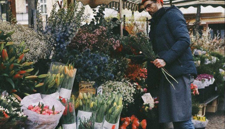 """Подарете цвеќе. Стрелците """"паѓаат"""" на темјанушки а Водолии на нарциси"""