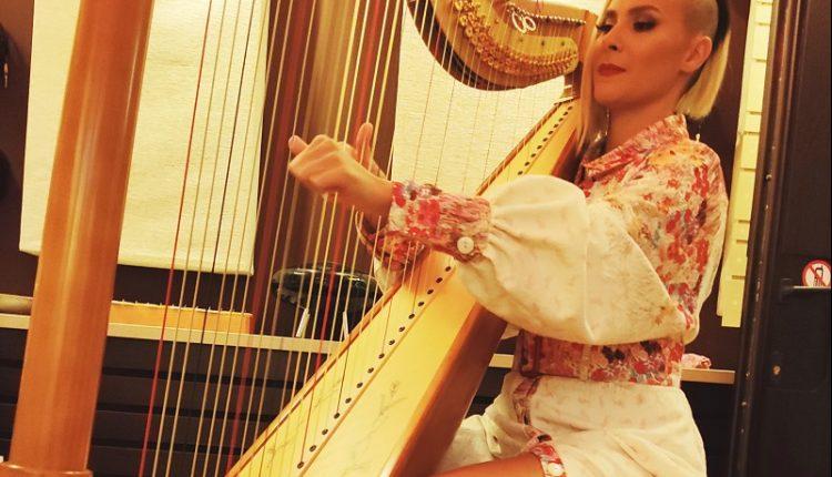 Сара Мејс со онлајн концерт по повод Светскиот ден на харфата