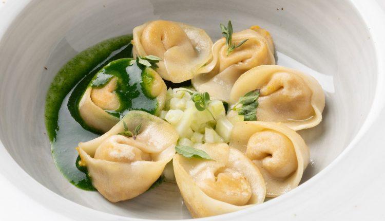 Недела на италијанската кујна. Равиоли полнети со грав и чадена рикота